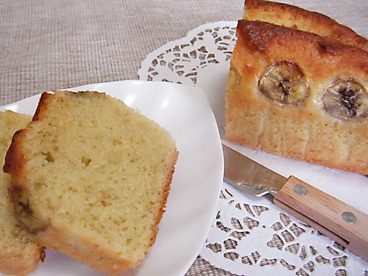 しっとりライトな食感の『バナナブレッド風ケーキ』レシピ【おうちdeカフェ気分】