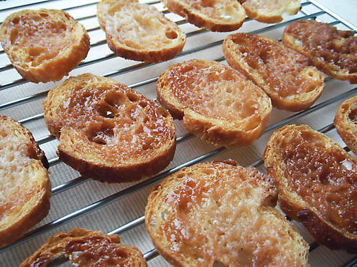 カリカリ香ばしい『シナモンラスク』レシピ / フランスパンや食パンで作れます【おうちdeカフェ気分】