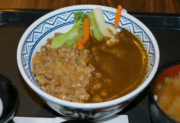 吉野家の地域限定商品『納豆カレー丼』が大人気