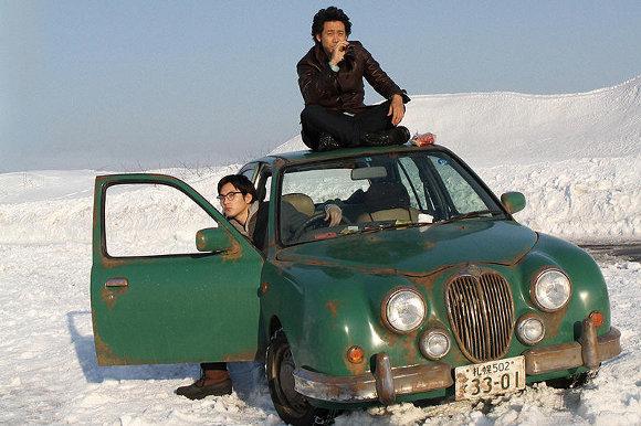 映画『探偵はBARにいる』は企画から映画化まで16年! 北海道と大泉洋が源に!?【最新シネマ批評】