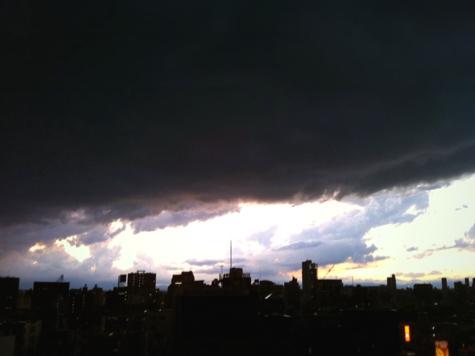 11月20日に東京上空を覆った雲が「世界の終焉のよう」とツイッター上で話題に!