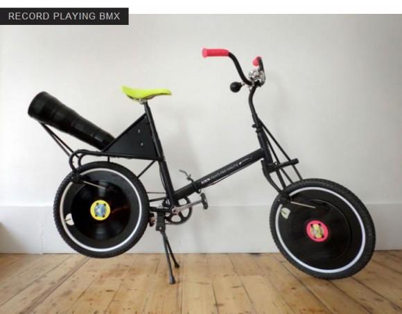 レコードを聴きながら優雅な散歩が楽しめる、画期的な自転車!