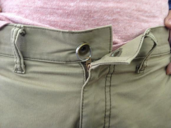 ズボンのファスナーが絶対落ちてこない裏技