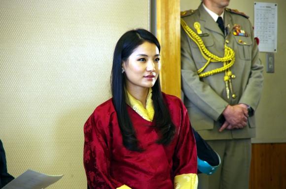 ブータン国王夫妻が被災地訪問 / ジェツン・ペマ王妃はホントに美人でした!