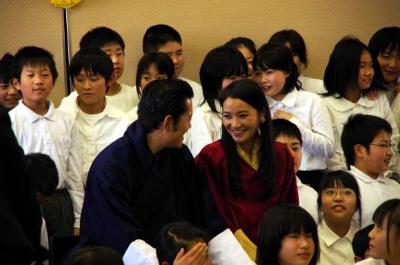 仲睦まじいブータン国王夫妻/ 福島の被災地訪問秘話など…「龍のお話」動画も