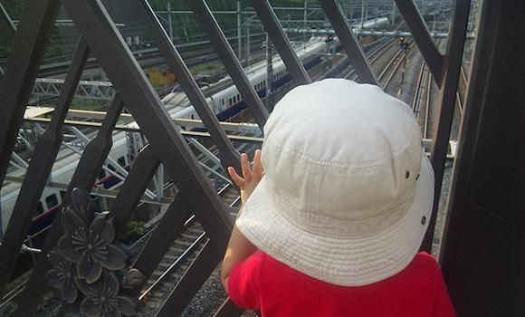 パパママ連れてって! 1日2500本もの列車が行き交う夢の橋に子鉄が大興奮