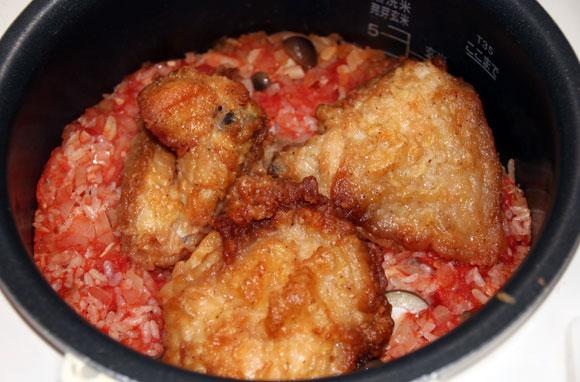 【メチャ簡単レシピ】材料ぶち込むだけの「ケンタッキーチキン炊き込みご飯」 がヤバウマ! 冷えたチキンの再利用に最適