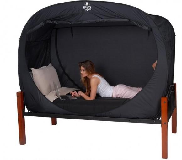 ルームシェアしている人必見! プライバシーを守ることができる画期的なベッド型テント