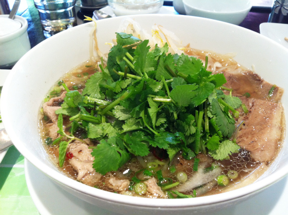 日本進出したばかりの本格ベトナム料理チェーン店「PHO24」は本当に本格派なの? アジア通の記者が食べた感想は…