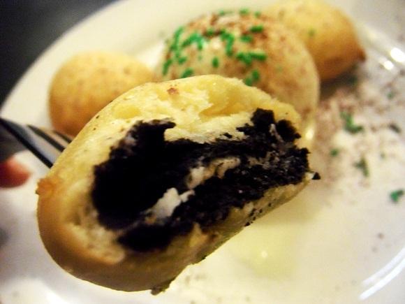 「揚げオレオクッキー」にアイスを添えた海外で大人気の絶品デザート