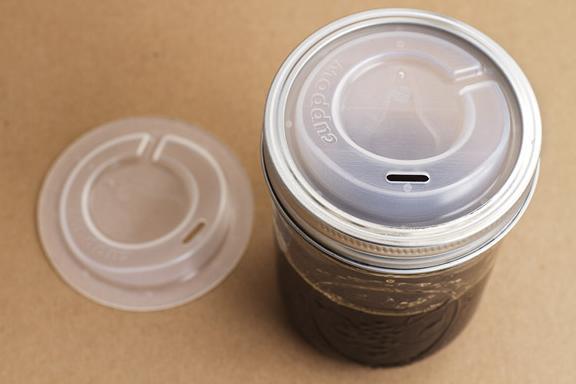 まさにエコ! 空き瓶をコーヒータンブラーにすることができる珍商品が登場したぞ