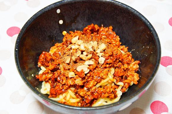 【ウマすぎ注意】麻婆豆腐の素で作る『汁無し担々麺』が超簡単で美味しい!お手軽レシピ