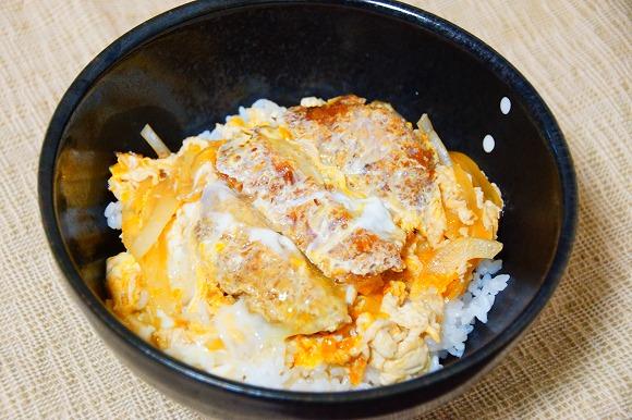 【レシピ】羽海野チカ先生オススメの『メンチ丼』が美味しい!メンチカツ1個でご飯がたくさん食べられるよ