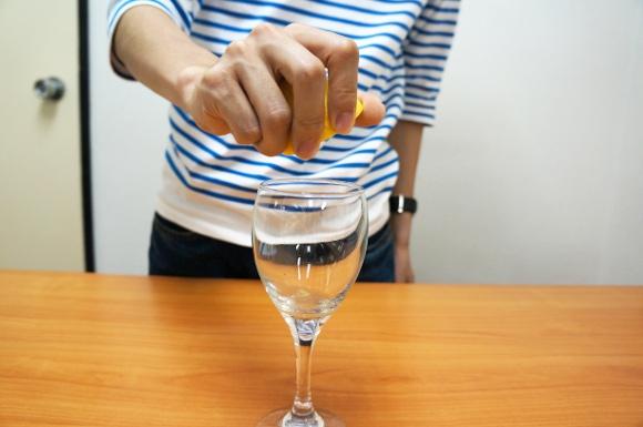 これは知らなきゃ損! レモンの汁を通常より何倍も多く絞れる超便利な裏ワザ