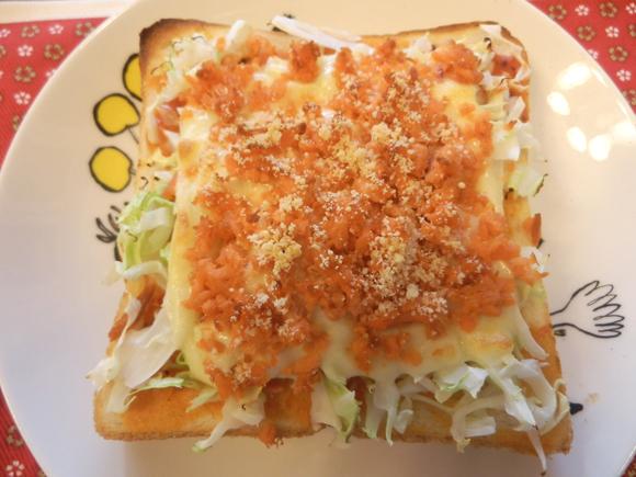 【腹ペコ女子のマンガ料理】ゴハンがないチンゲール…ならば! とろ~りとろり!! 「ピザトーストシャンチョビ味」を食べればイイッ!