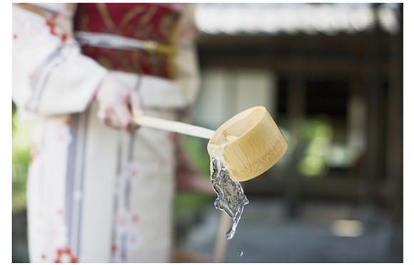 節電の夏! 日常生活やスキンケアでヒンヤリ感をゲットしちゃおう!  『草花木果』が提案する「打ち水美容」と夏を乗り切る日本の知恵あれこれ