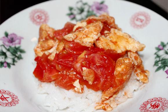 現地日本人に超絶愛されているのになぜか日本にない中華「トマトの卵炒め」はめちゃ簡単でオススメ / 西紅柿炒蛋(しーほんしーちゃおだん)