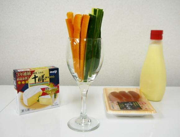 """これはクセになる! 野菜スティックに """"明太子マヨ"""" or """"カマンベールチーズ"""" をつけて食べると衝撃的においしい!!"""