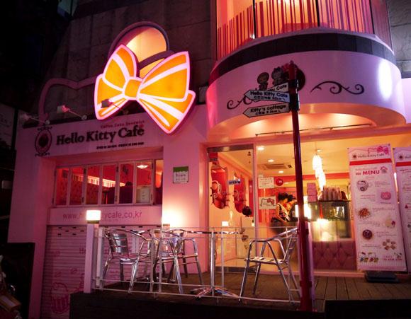 【サンリオファン必見】ハローキティカフェに行ってみた! ミニケーキが可愛すぎて食べるのがもったいない