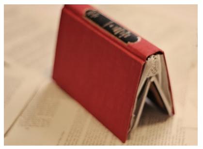 盗難防止にも最適? 古くなった「カバン」と「本」で作る特製クラッチバッグ!