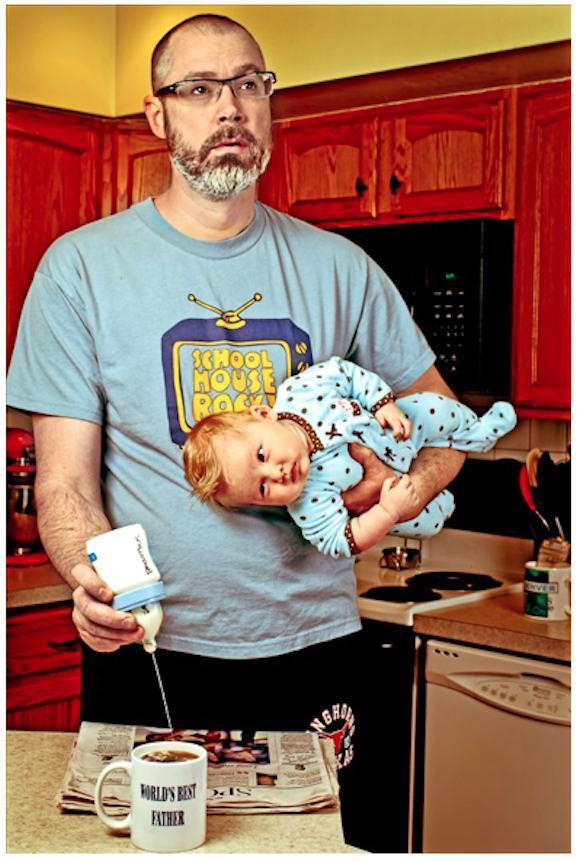 いけてる写真家パパによる家族写真「世界一のパパ」シリーズがタイトルと裏腹なブラック・ユーモア&たっぷりの愛情で話題に!
