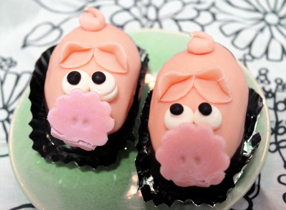 【乙女菓子】川端康成も愛した! 駒込『フランス菓子 カド』のブタちゃんケーキが瞳ウルウル尻尾クルクルでとってもメルヘン!