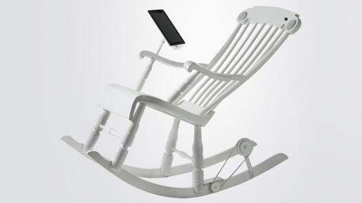 座っているだけなのにiPadが充電できちゃう!?  一石二鳥なロッキンチェアー『iRock』が登場!