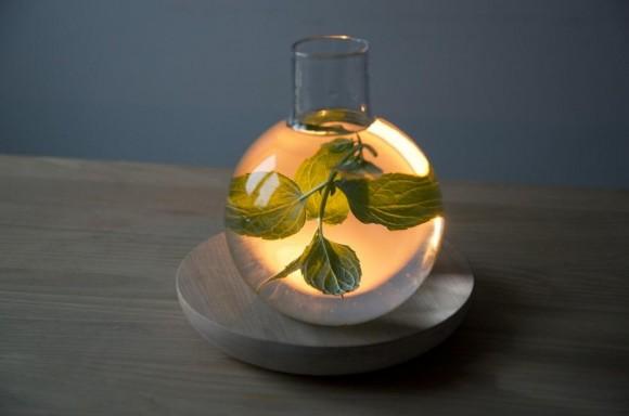 どうアレンジするかはあなた次第! 液体と燭台が生む柔らかな光が幻想的な照明器具『Liquid Light』