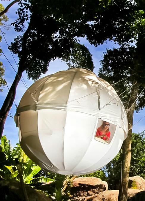これってまるでアニメの世界! まんまる球体型のテントを発見ッ!