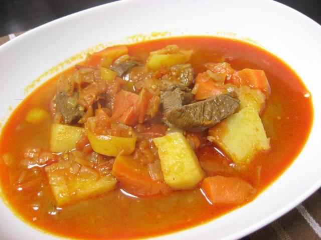 ポトフに飽きたらハンガリーのあったかスープ「グヤーシュ」はいかが? ハンガリー人から聞いたレシピを紹介します!