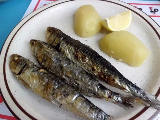 いったいどんな味?マカオ名物のマカオ風ポルトガル料理を食べてみたよ!