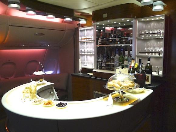 飛行機のなかにシャワーやバー!! まるでホテルのような「エミレーツ航空」のエアバスA380内部に潜入してみた!