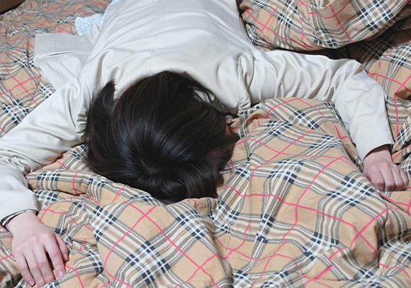 ビューティーアドバイザーが衝撃コメント 「メイクしたまま寝るのは顔の上に使用済み雑巾をかけて寝るのと同じ」