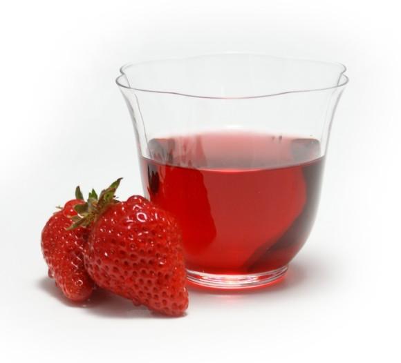 イチゴの果肉感と梅酒の芳醇な味わいが同時に楽しめる「いちご梅酒」