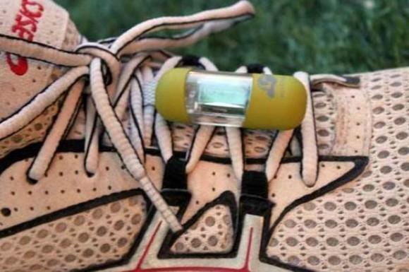 どれだけ走ったのか一目瞭然! 靴の買い替え時がわかる小さな小さな便利アイテム『MilestonePod』