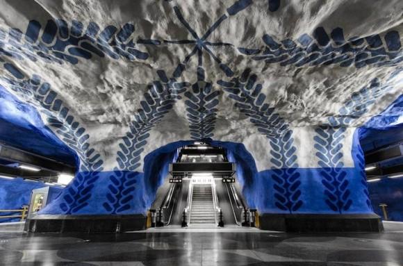 「世界で最も長い芸術展示」の異名をとるストックホルムの地下鉄アート、そのスケールのデカさに驚愕ッ!