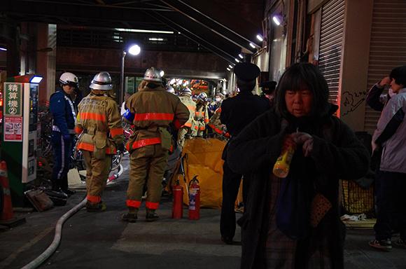 渋谷「東横線」高架下で大爆発! 爆発の横で寝ていた女性ショック