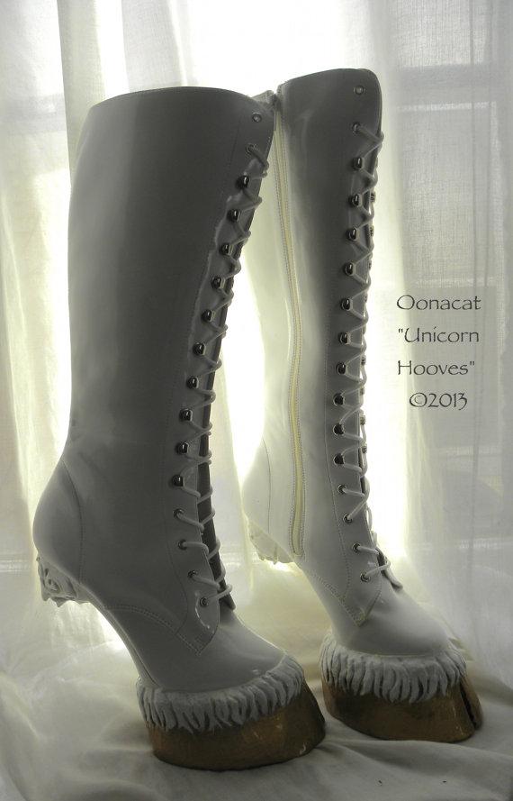 履き心地がめちゃめちゃ気になる! ユニコーンの足のかたちそのまんまなブーツ『Unicorn Hooves』!