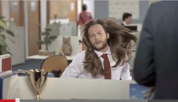 髪ファッサァーーッ!! 男性が女性用のシャンプーを使用したら超絶サラサラツヤツヤな髪になっちゃう海外CMがめちゃ面白い!