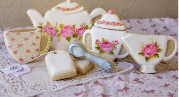 食べるのがもったいな〜い! 繊細なバラが描かれた可愛いクッキー!!