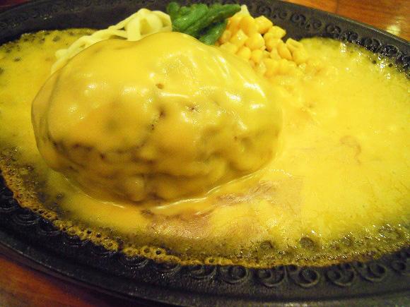 ハンバーグがチーズの海に溺れそう! 浅草の名店「モンブラン」でオランダ風ハンバーグを食べてみた