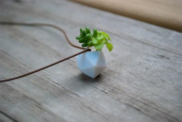 ミニチュア好き歓喜! 花や植物を、ひとクセ効いた小さな小さなアクセサリーに大変身させてくれるアイテムを発見