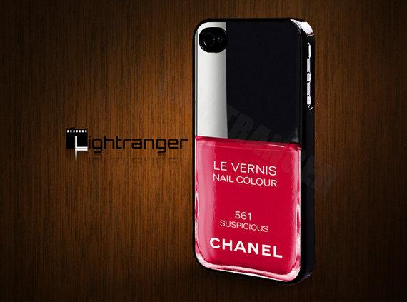 シャネルのマニキュア…かと思いきや、なんとiPhoneケース! 公式でぜひ商品化して欲しいほどに魅力的