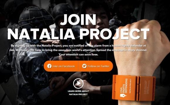 世界中のジャーナリストや活動家たちの命を守れ! 持ち主の危機を察知すると無線システムでSOSを発信してくれるブレスレット『Natalia』