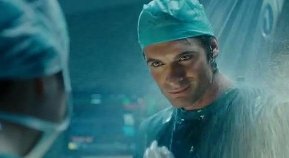 どこでもシャワーを浴びちゃうイケメン外科医が登場する「Old Spice」の新CMは胸がきゅんきゅんして苦しいレベル