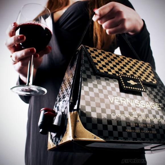 パーティーにいかが? ホントにワインが出てくるワイン内蔵型ハンドバッグがオシャレ可愛いッ!