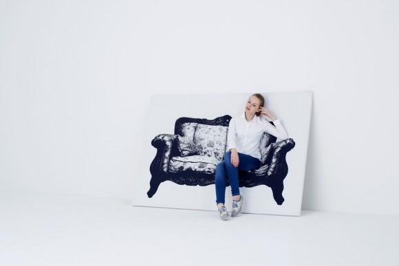 キャンバスに描かれたソファの絵….かと思いきや、ホントに座れちゃう! まるでだまし絵みたいなユニーク家具『CANVAS』に目が釘付け!