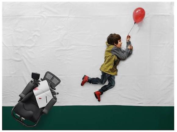 「飛んで、泳いで、踊って!」車椅子で生活する少年の夢を実現した写真に胸打たれる
