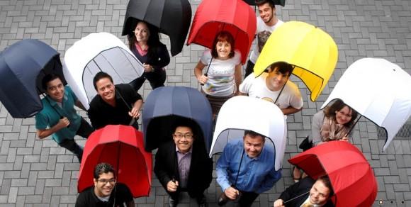 このかたちはどう見ても……ヘルメット!? 時速60キロの強風にもびくともしない超頑健な傘『Rainshader』