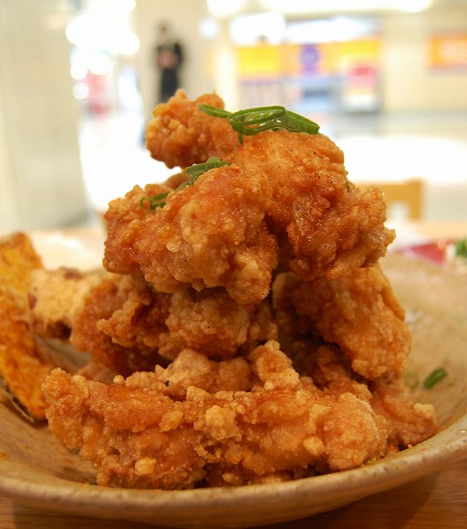 【大阪グルメ】「台所や」の「唐揚げマウンテン定食」/秘伝のたれがかかった山盛りの唐揚げはまさにマウンテン